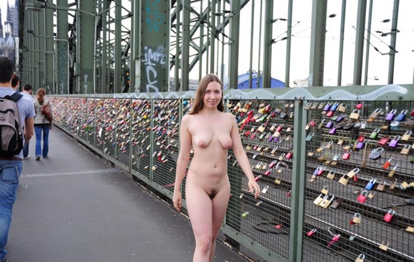 alisa-crossing-the-bridge-naked