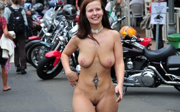 busty-jennifer-walking-naked
