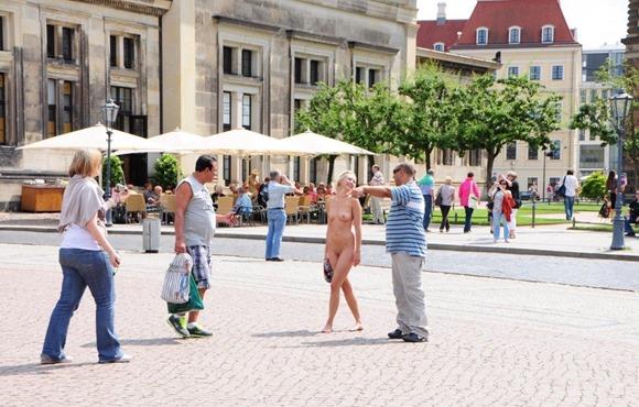 linda-naked-in-town
