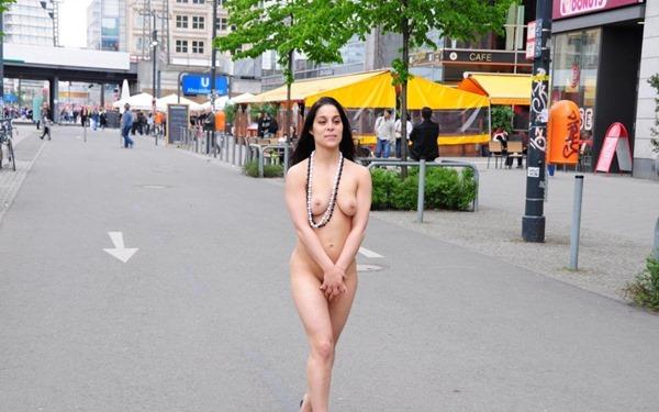 silena-naked-in-public